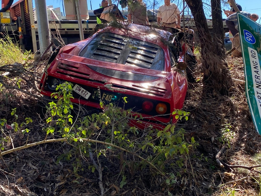 ferrari-f40-smashed-in-australia-presumably-during-dealership-test-drive_3.jpg