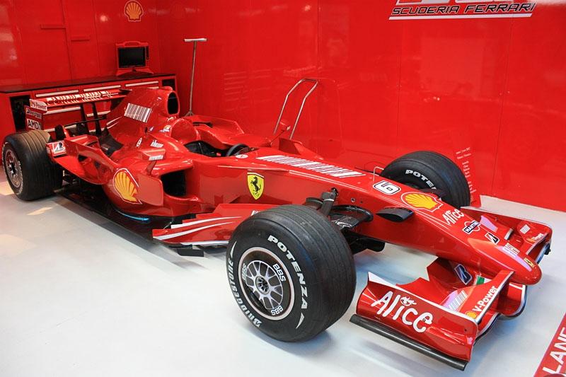 Formula-1-Ferrari-3.jpg