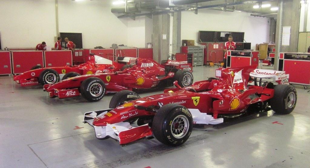 Formula-1-Ferrari.jpg